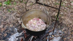 плов обжариваем мясо
