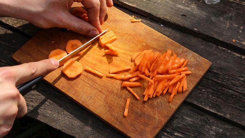 плов нарезаем морковь фото