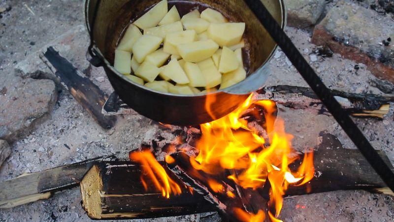 картофель на костре обжарка