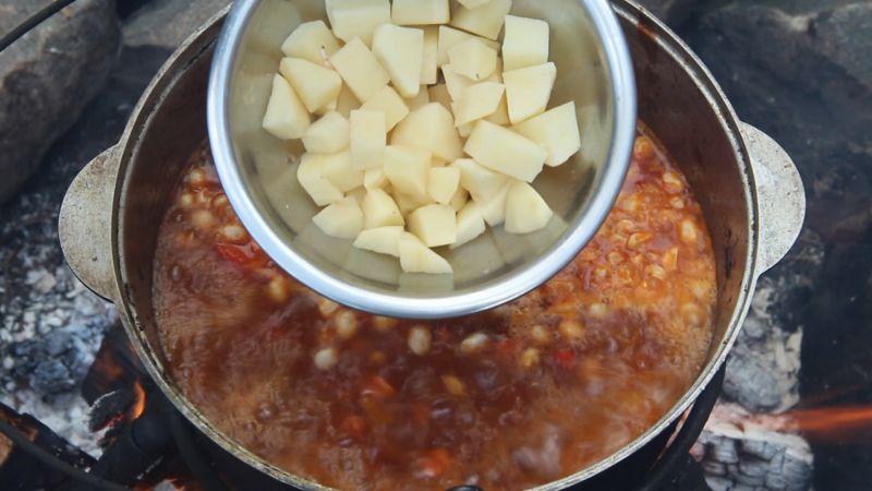 Машхурда добавляем картофель