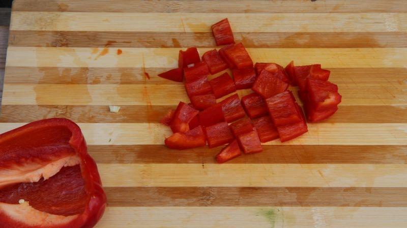 Машхурда нарезаем болгарский перец