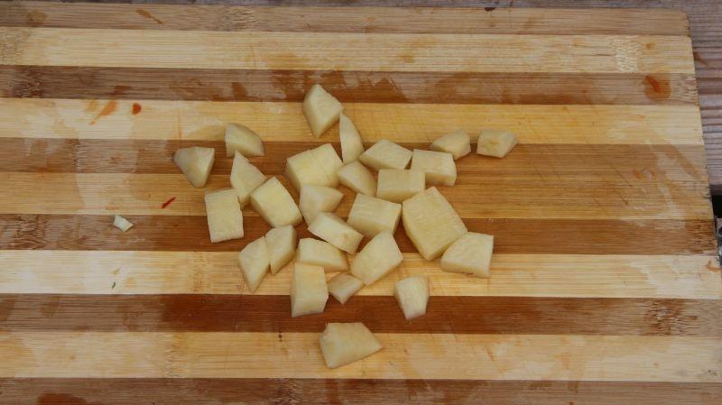 Машхурда нарезаем картофель