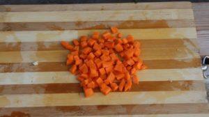 Машхурда нарезаем морковь