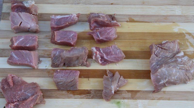 Машхурда нарезаем мясо