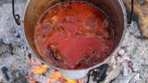 Чили Кон Карне заливаем томатным соком