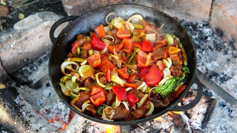 добавили болгарский перец и обжариваем