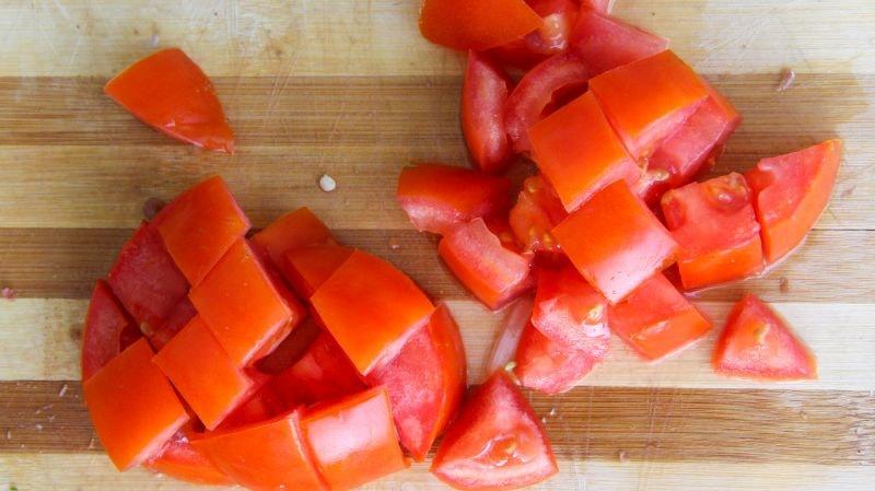 помидоры нарезанные для лагмана уйгурского
