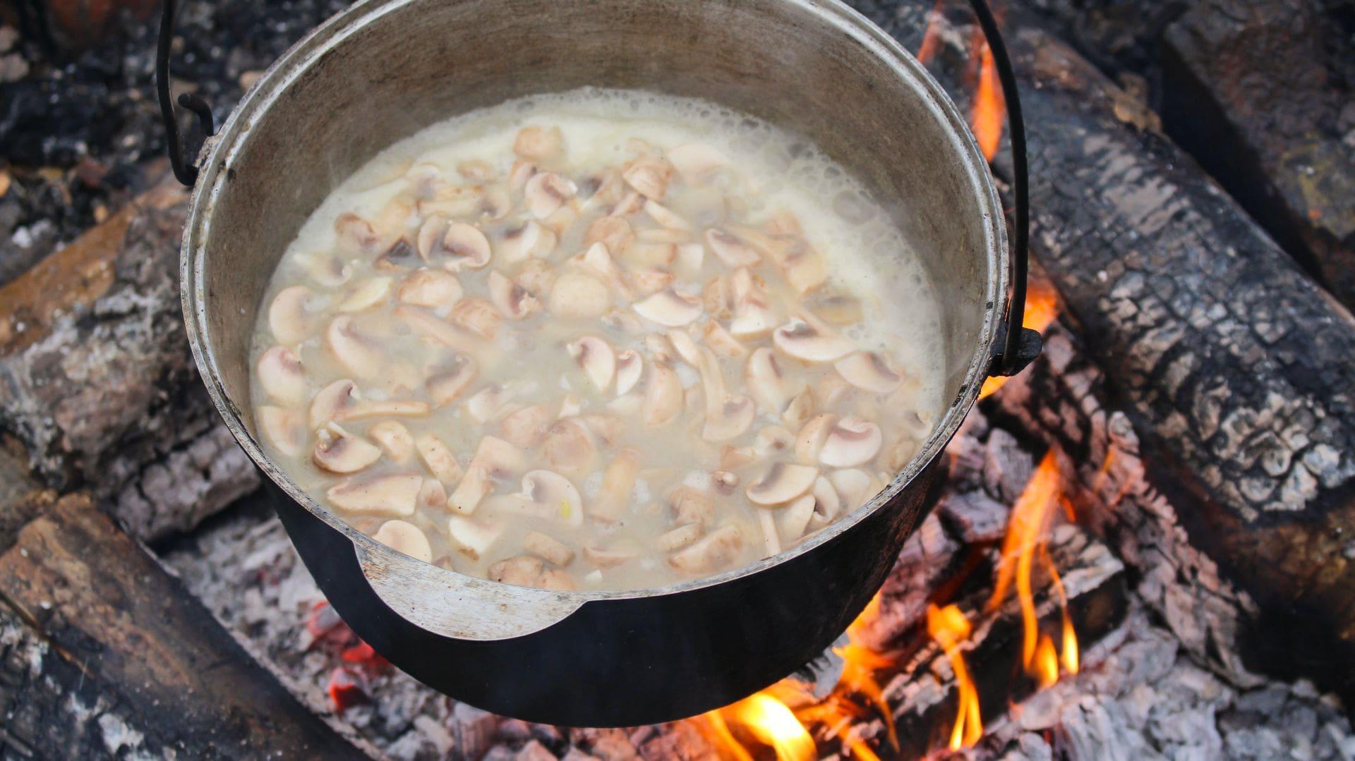 Грибной суп из шампиньонов варим 15 минут