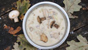 приготовили грибной суп из шампиньонов
